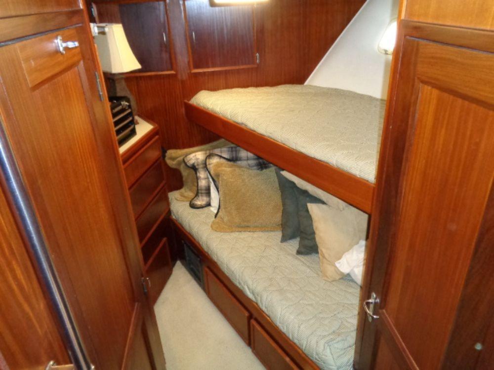 Hatteras 61 Motor Yacht - Forward Cabin