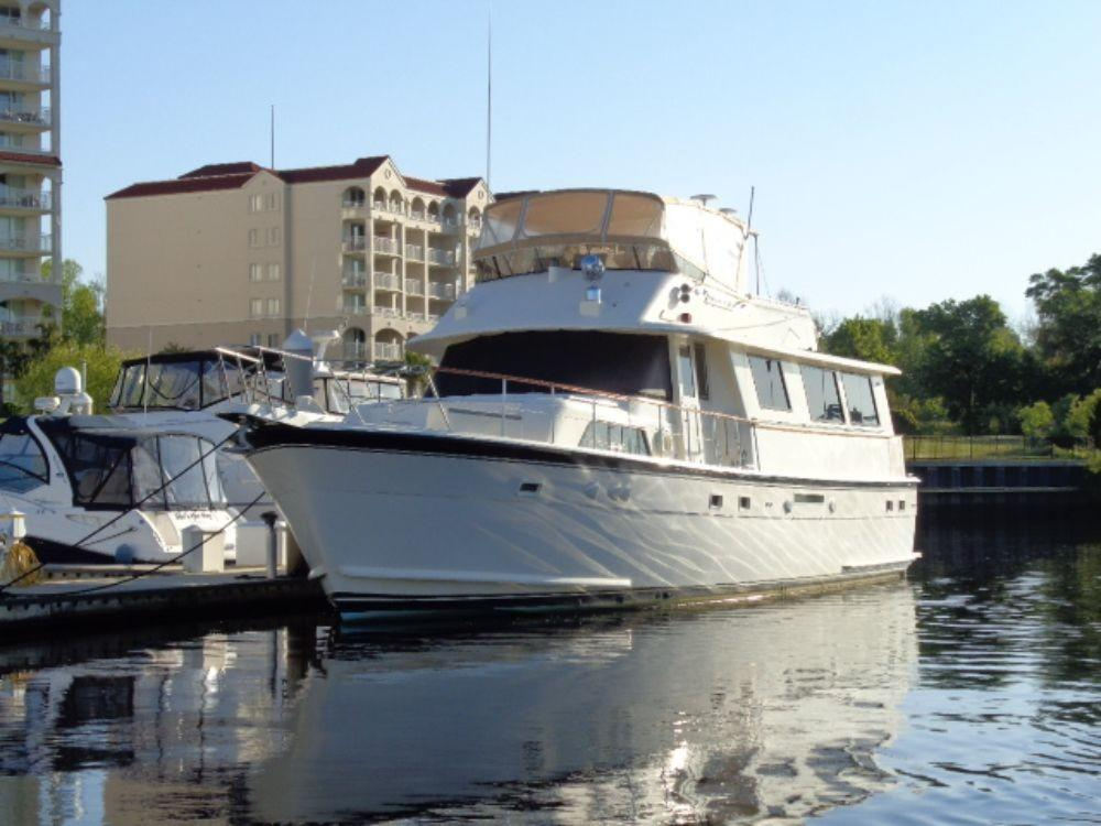 Hatteras 61 Motor Yacht - Bow to Port
