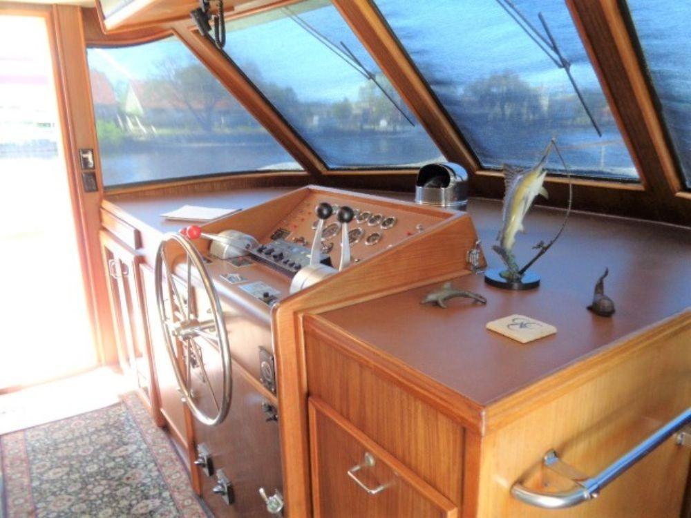 Hatteras 61 Motor Yacht - Pilothouse 2