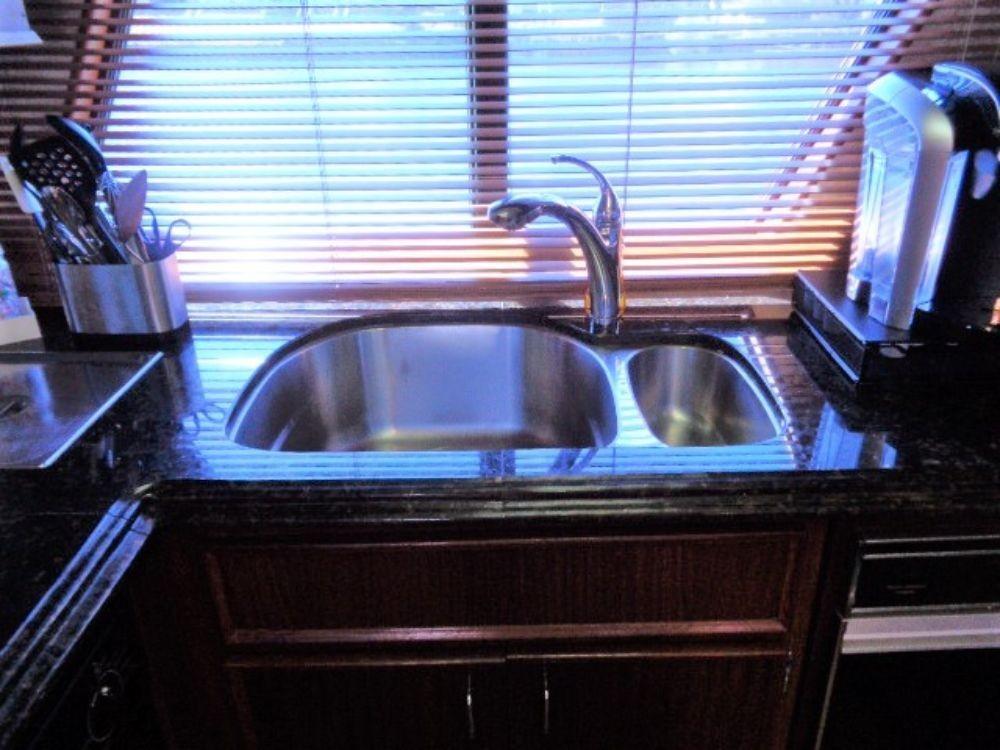 Hatteras 61 Motor Yacht - Stainless Steel Sink
