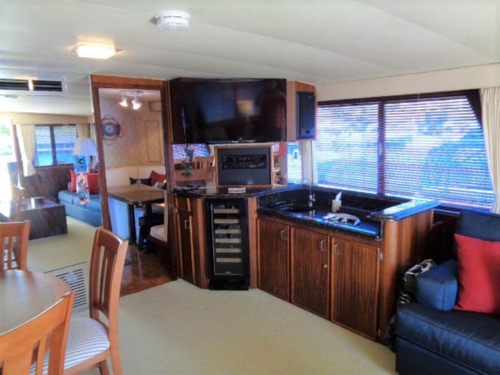 Hatteras 61 Motor Yacht - Television
