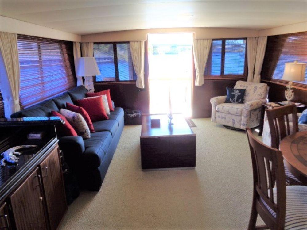 Hatteras 61 Motor Yacht - Salon View