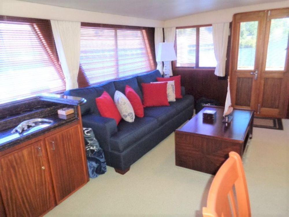 Hatteras 61 Motor Yacht - Salon View 2
