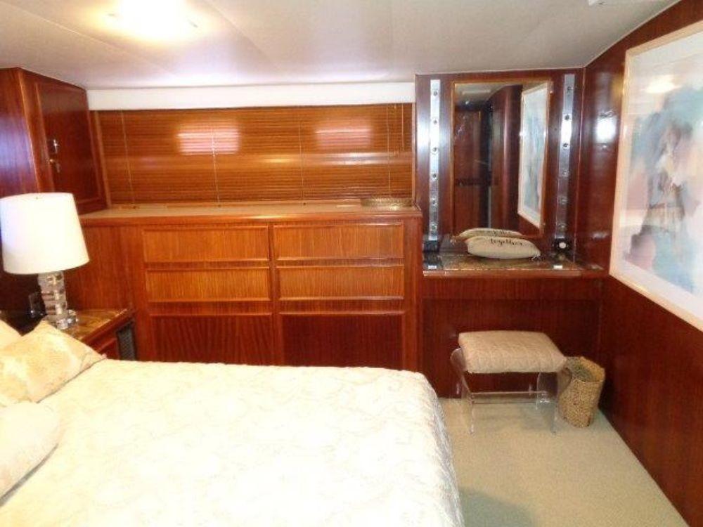 Hatteras 61 Motor Yacht - Master Stateroom 4