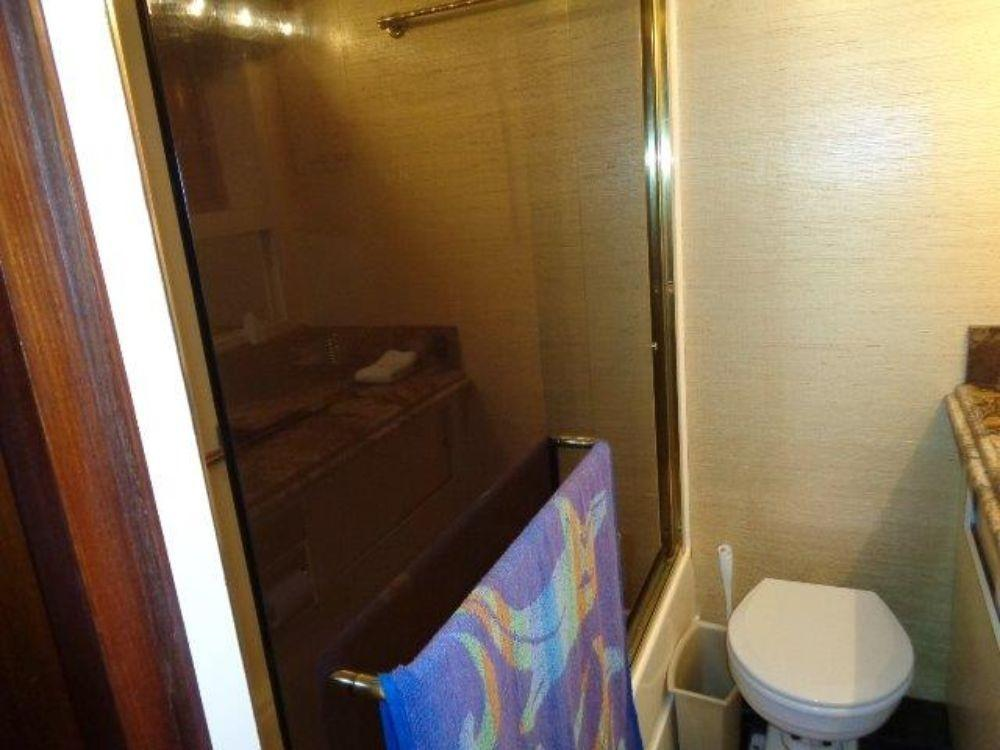 Hatteras 61 Motor Yacht - Master Shower/Tub