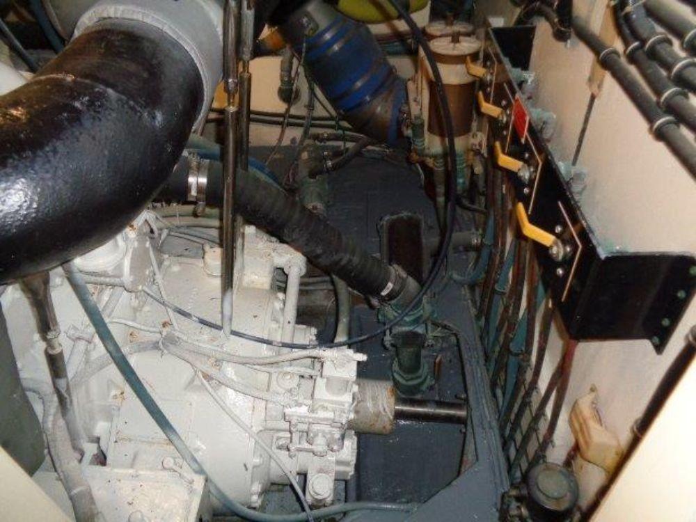 Hatteras 61 Motor Yacht - Floor SB Engine Room