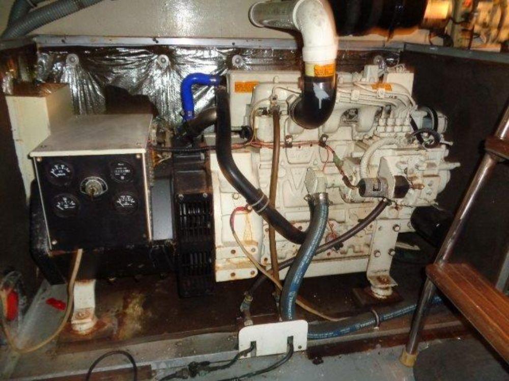 Hatteras 61 Motor Yacht - Generator