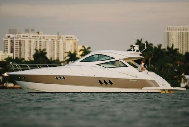 52 ft Cruisers Yachts 520 Sports Coupe