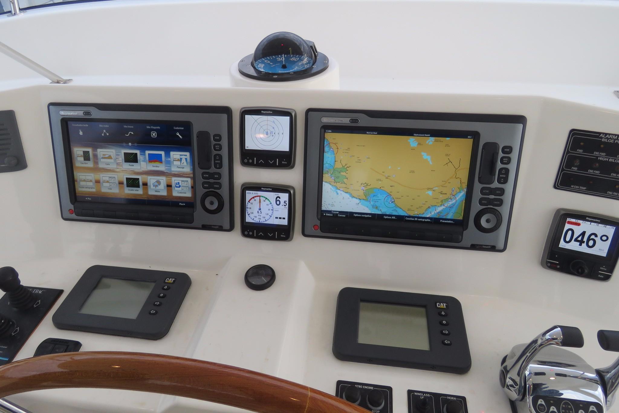 59 Grand Banks Raymarine Electronic on Fly