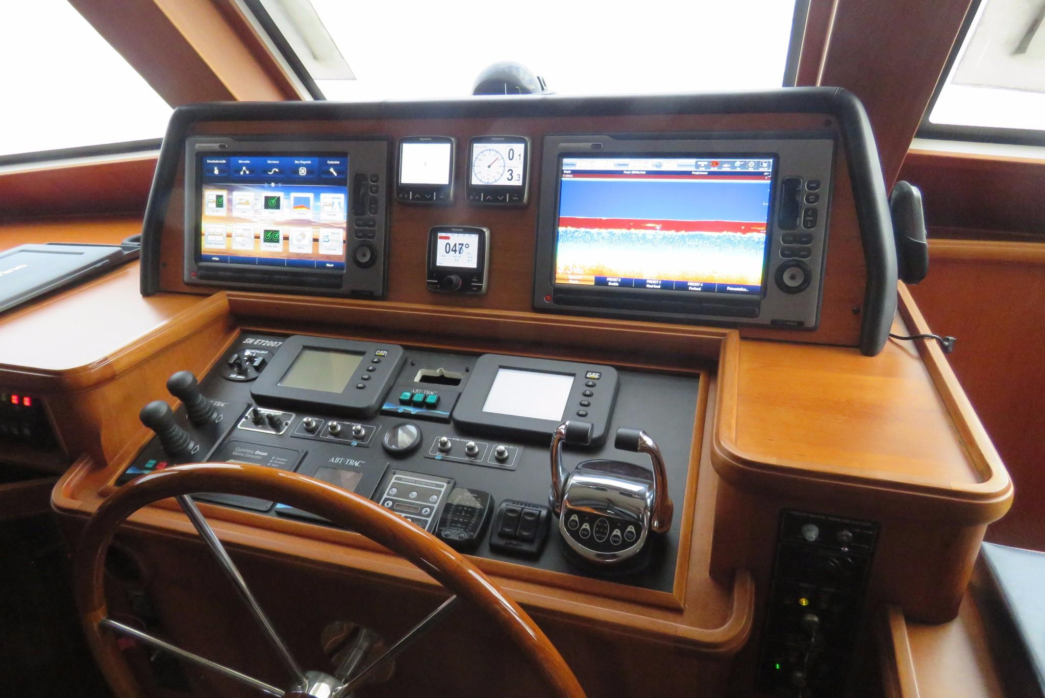 59 Grand Banks Inside Steering & Electronics