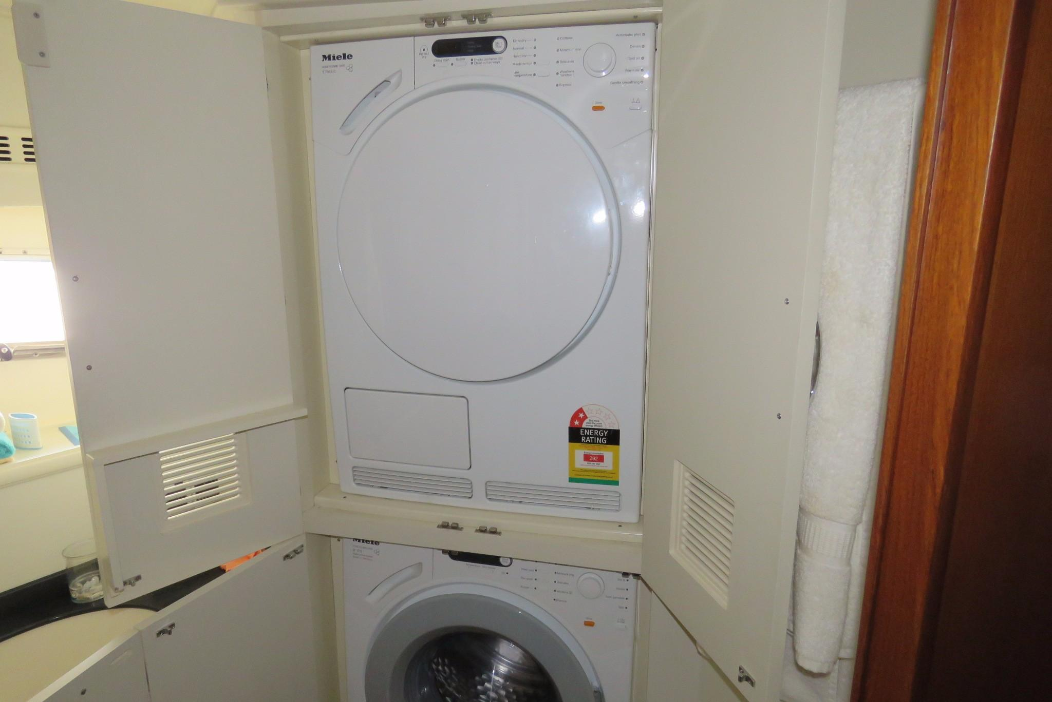 59 Grand Banks Washer Dryer