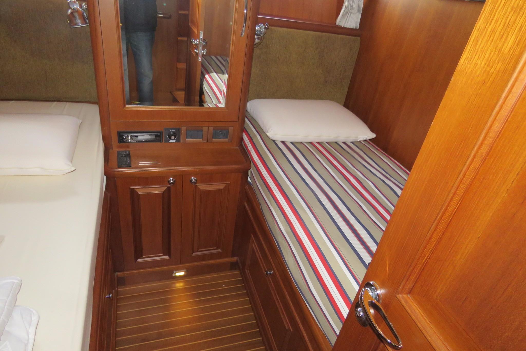 59 Grand Banks Guests Cabin