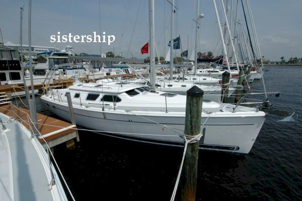 41' Hunter 41 Deck Salon