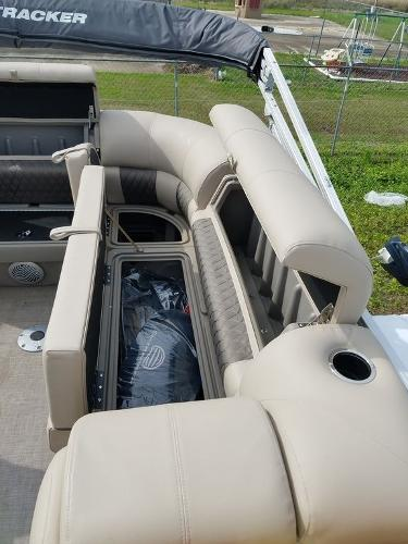 2021 Sun Tracker boat for sale, model of the boat is PARTY BARGE® 20 DLX & Image # 8 of 27