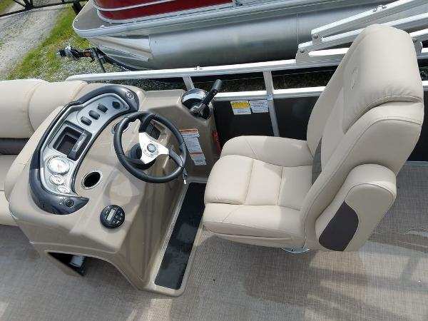 2021 Sun Tracker boat for sale, model of the boat is PARTY BARGE® 20 DLX & Image # 10 of 27