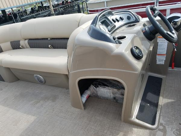 2021 Sun Tracker boat for sale, model of the boat is PARTY BARGE® 20 DLX & Image # 12 of 27
