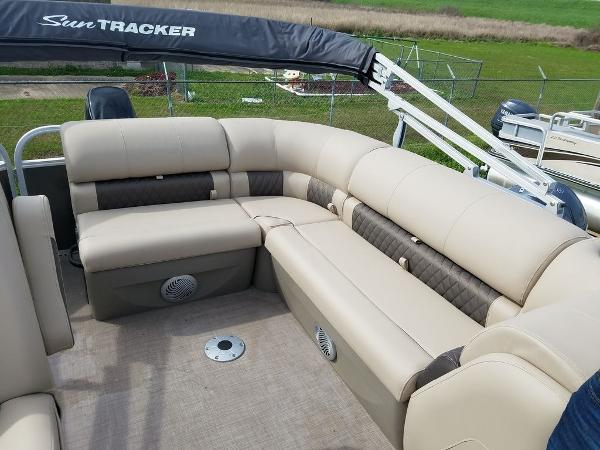 2021 Sun Tracker boat for sale, model of the boat is PARTY BARGE® 20 DLX & Image # 13 of 27