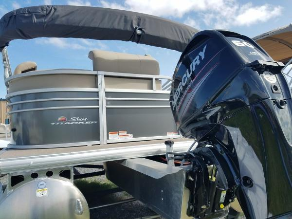 2021 Sun Tracker boat for sale, model of the boat is PARTY BARGE® 20 DLX & Image # 25 of 27