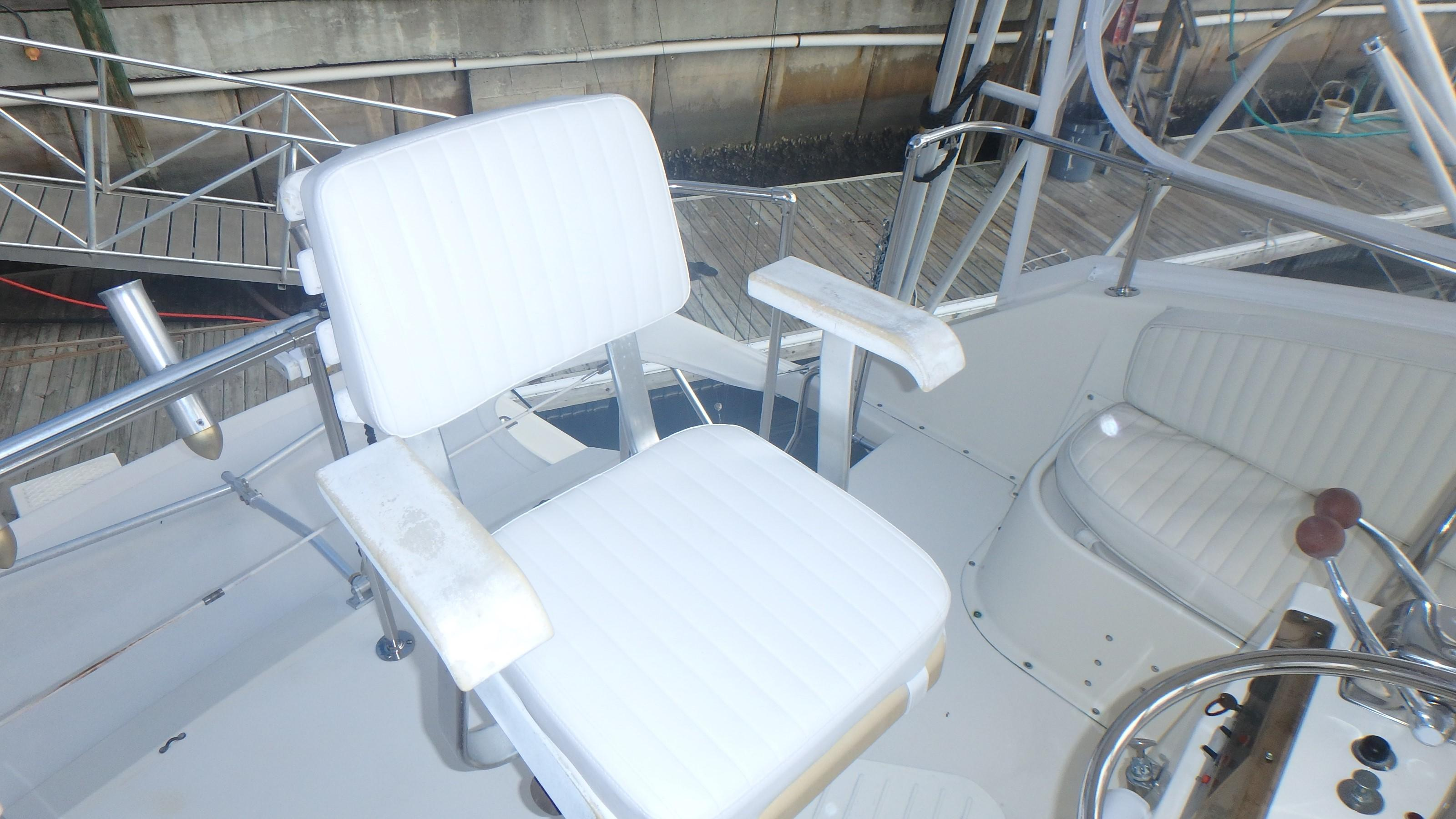Hatteras 45 Convertible - Photo: #15