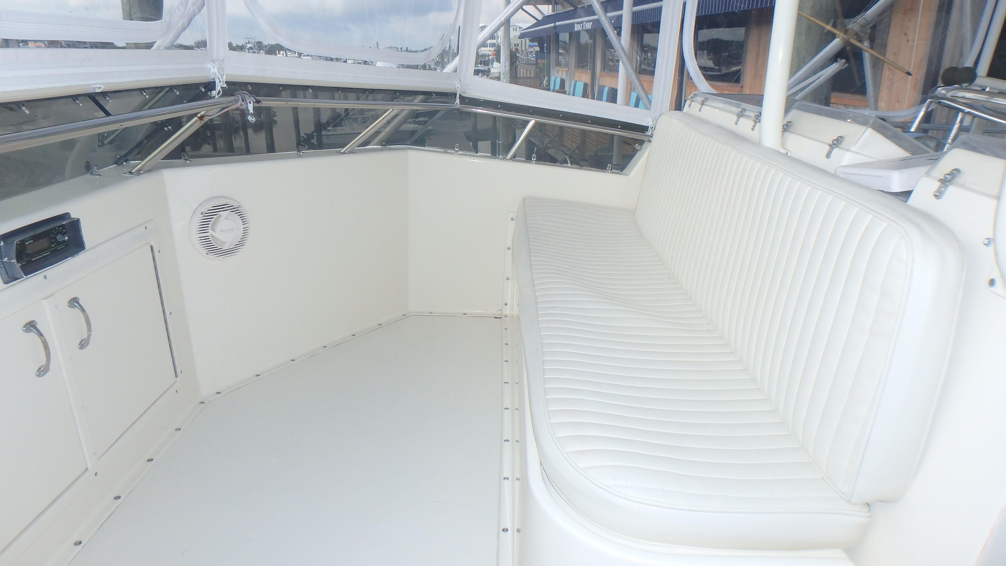 Hatteras 45 Convertible - Photo: #17