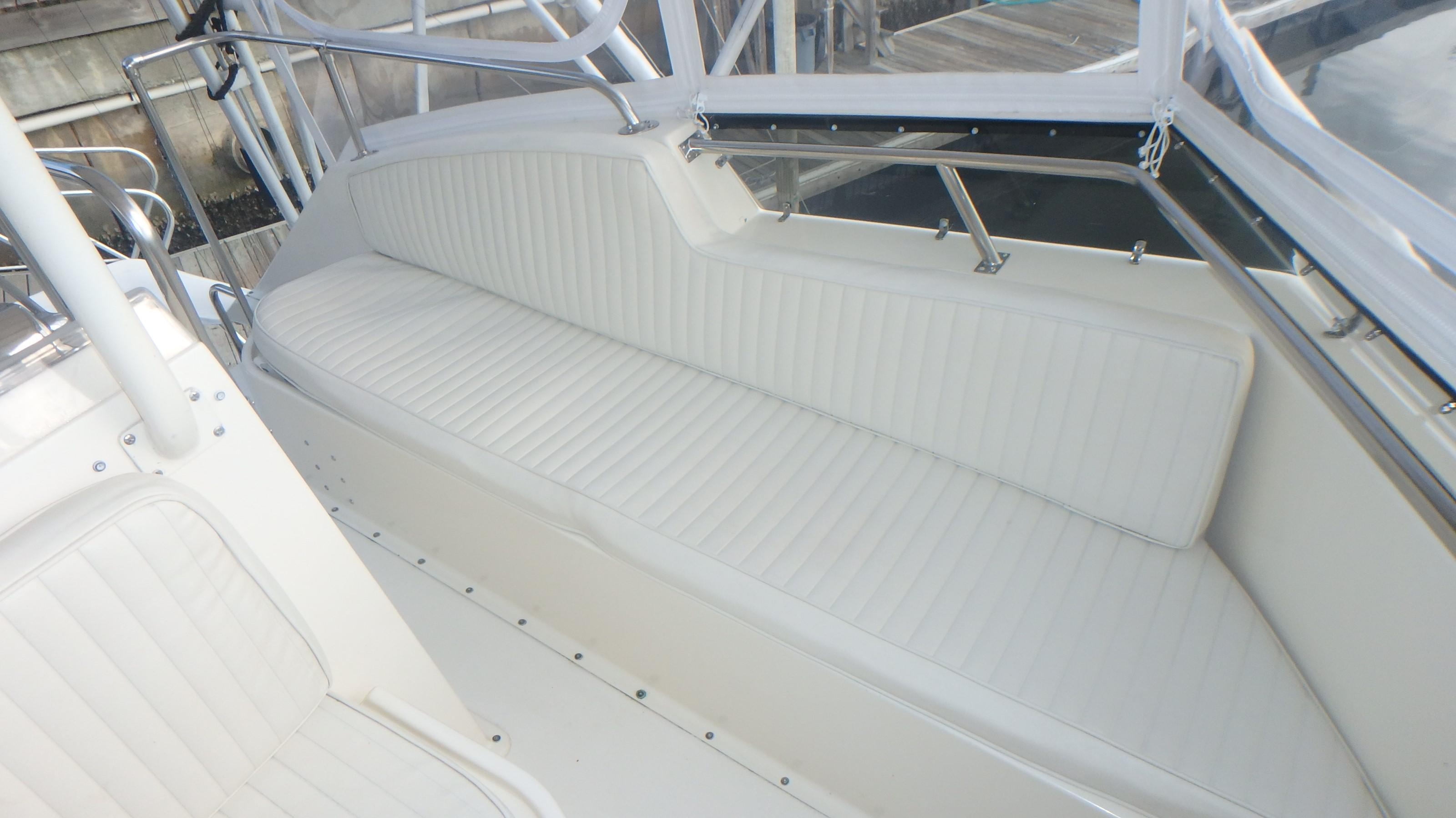 Hatteras 45 Convertible - Photo: #20