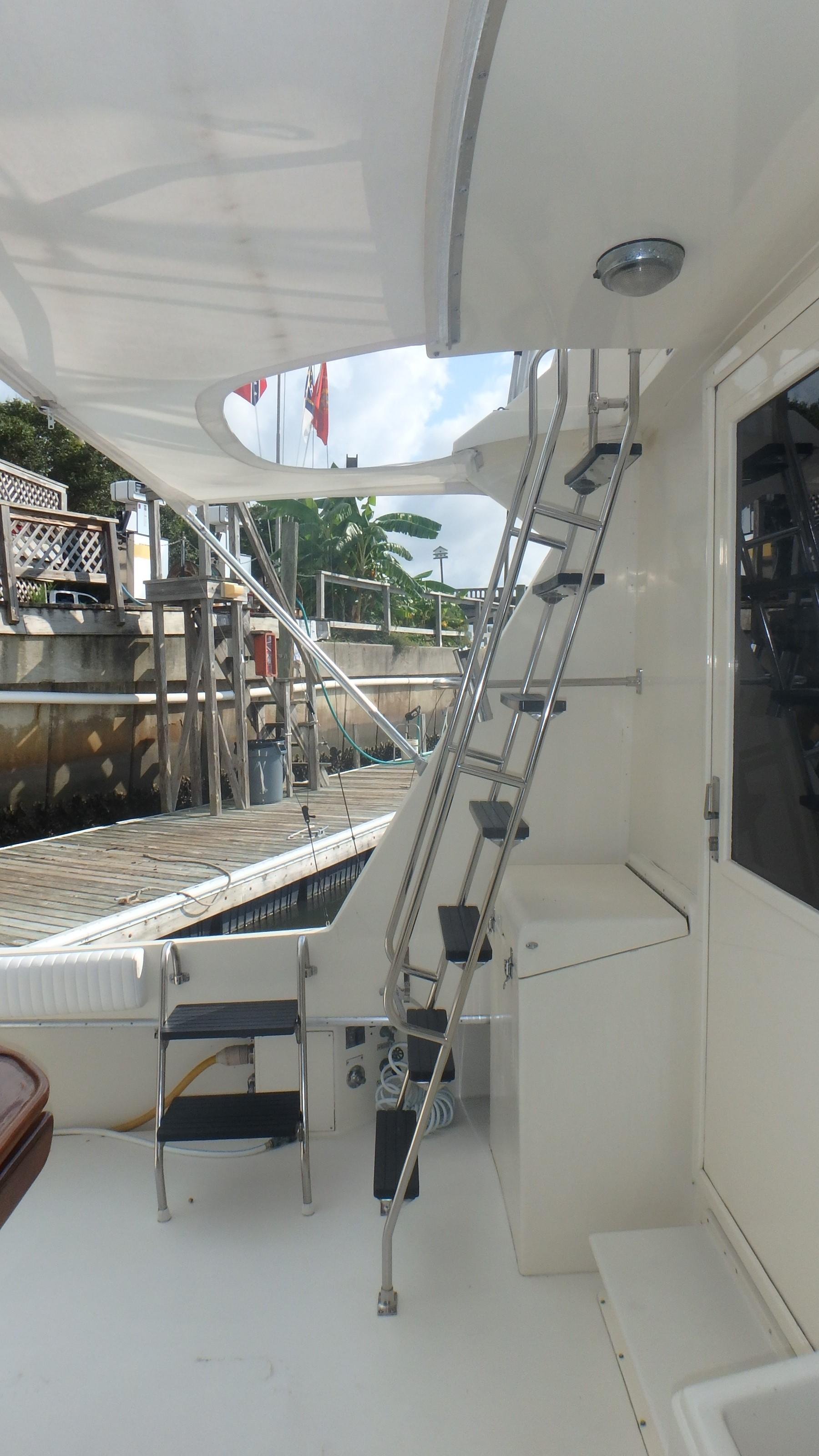 Hatteras 45 Convertible - Photo: #7