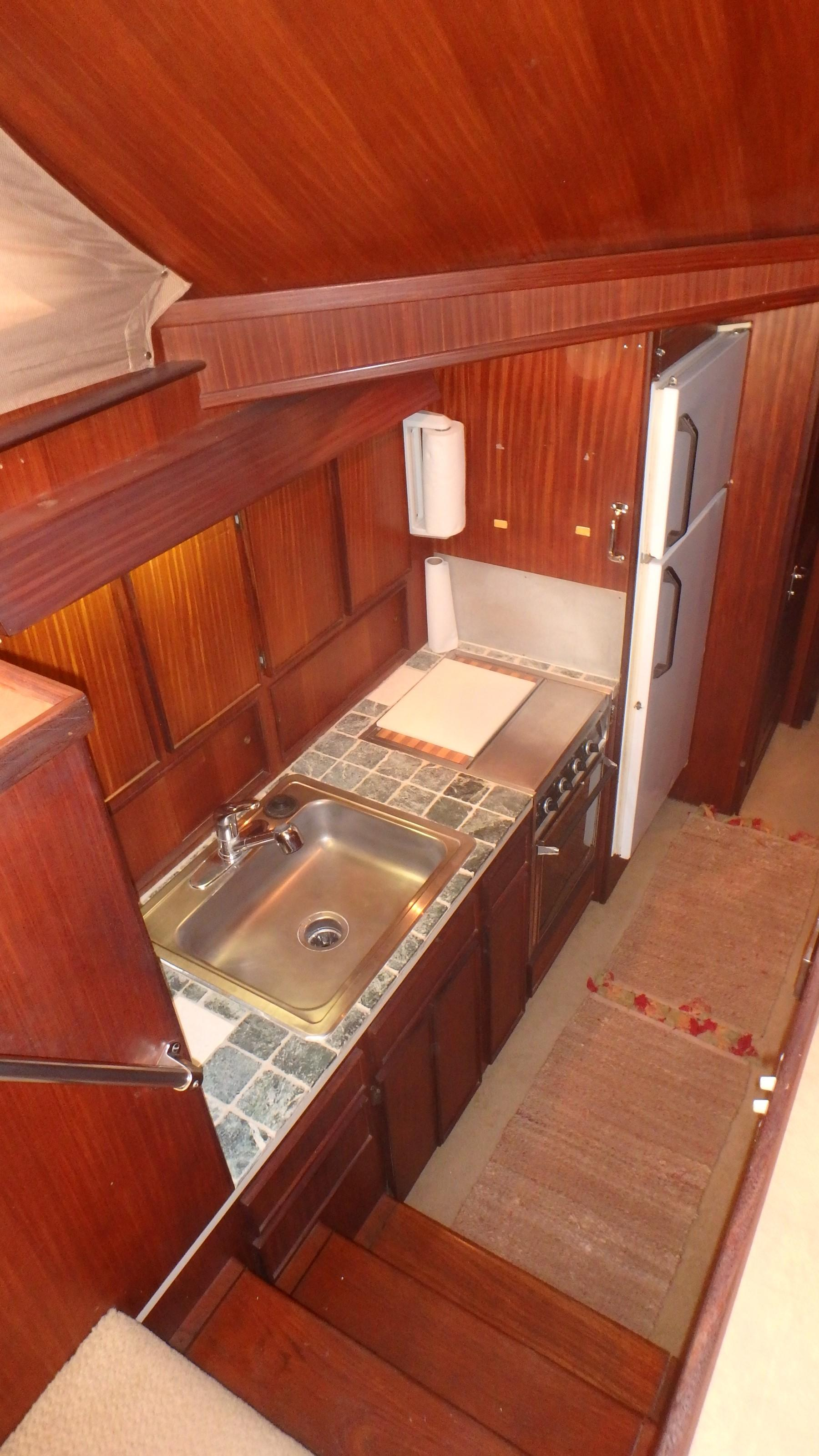 Hatteras 45 Convertible - Photo: #34