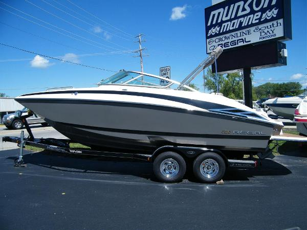 2010 Regal 2220 FasDeck For Sale