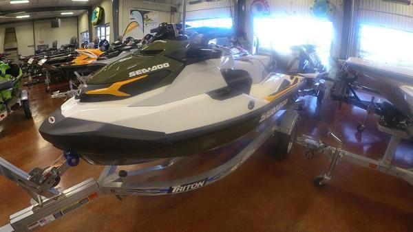 2020 Sea Doo PWC boat for sale, model of the boat is Fish Pro™ IBR & Image # 1 of 5