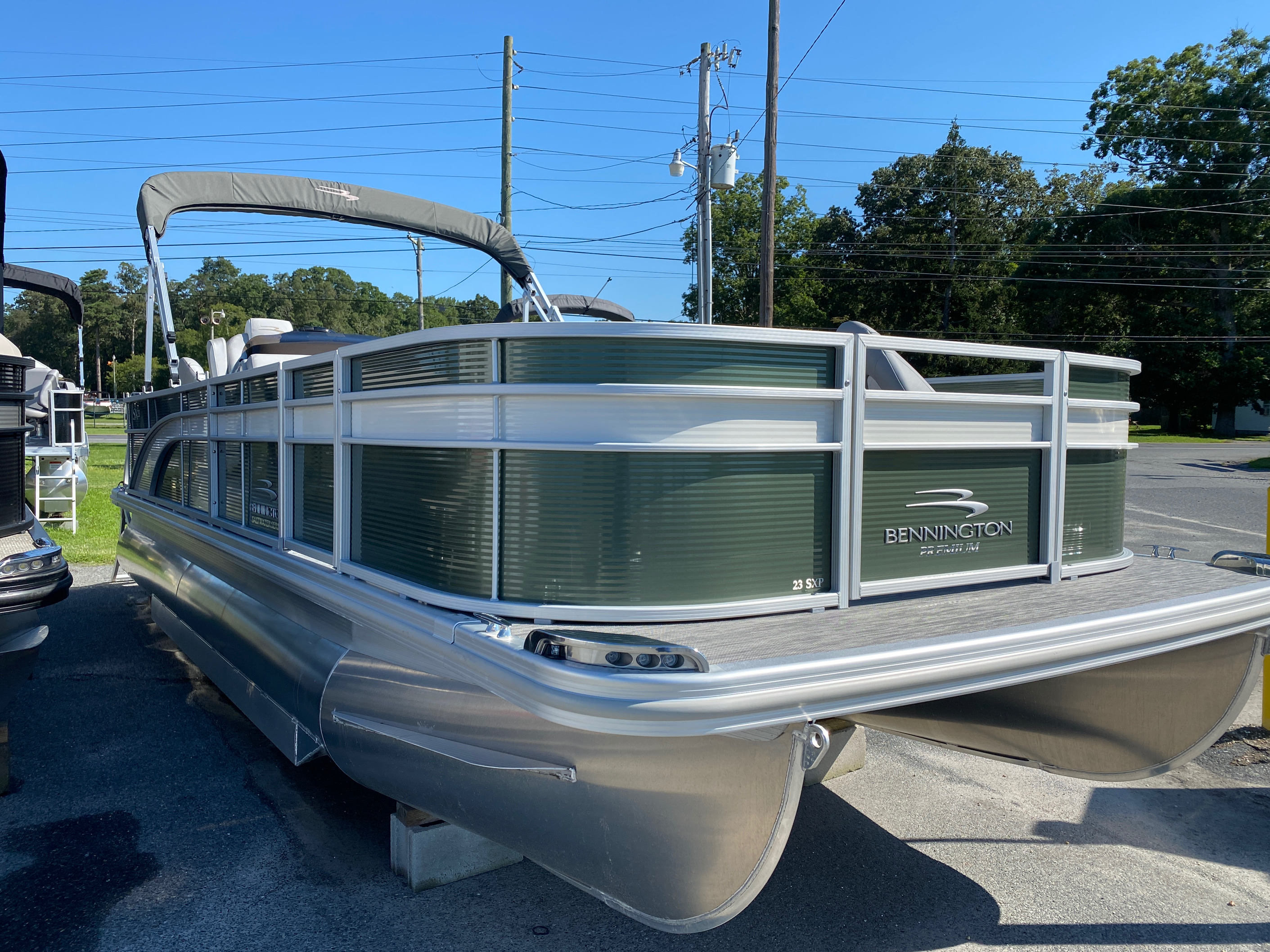 2020 Bennington boat for sale, model of the boat is 23 SFXAPGP - Dual Stern Gates Elliptical Toon & Image # 1 of 10