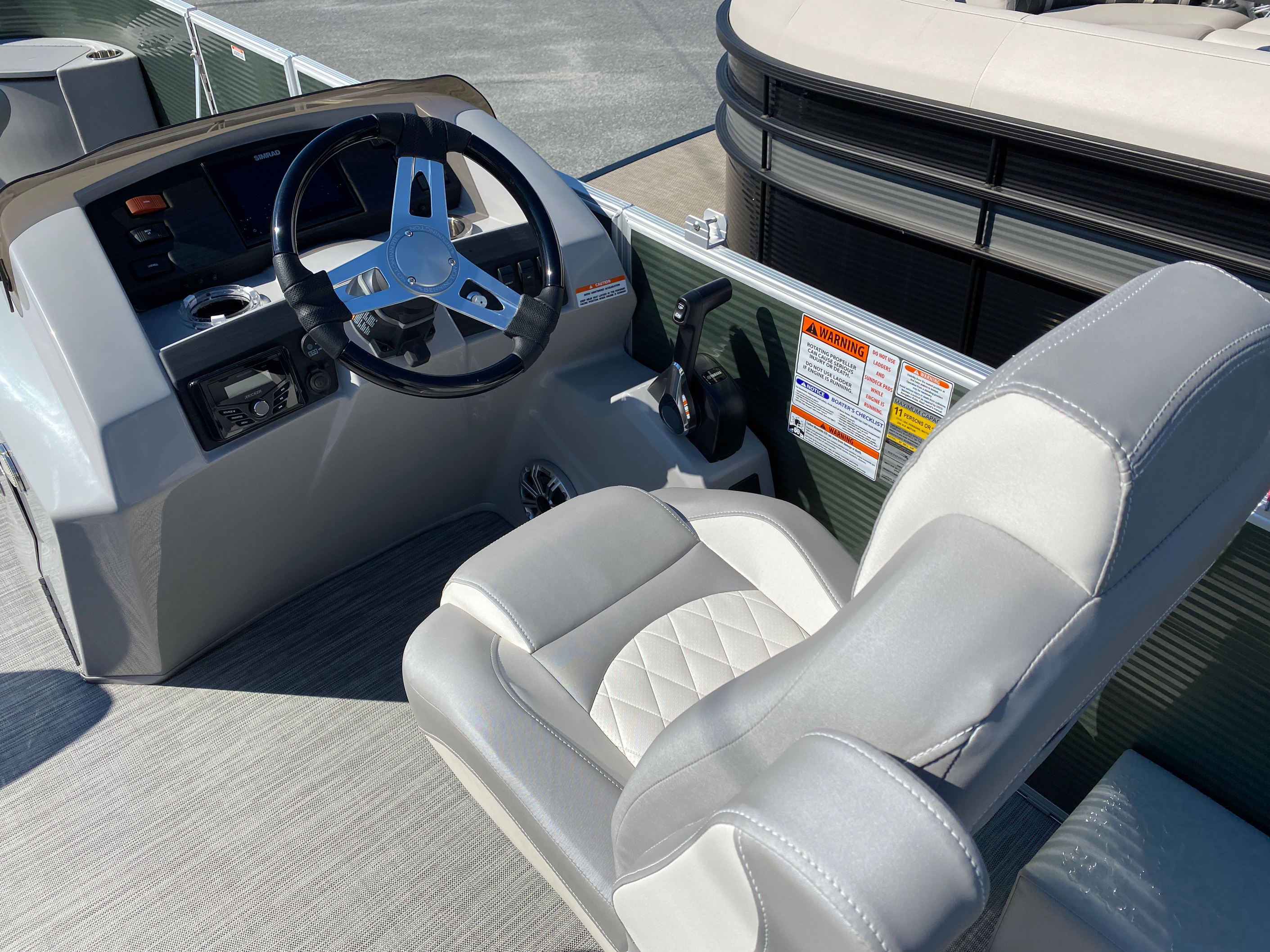 2020 Bennington boat for sale, model of the boat is 23 SFXAPGP - Dual Stern Gates Elliptical Toon & Image # 5 of 10