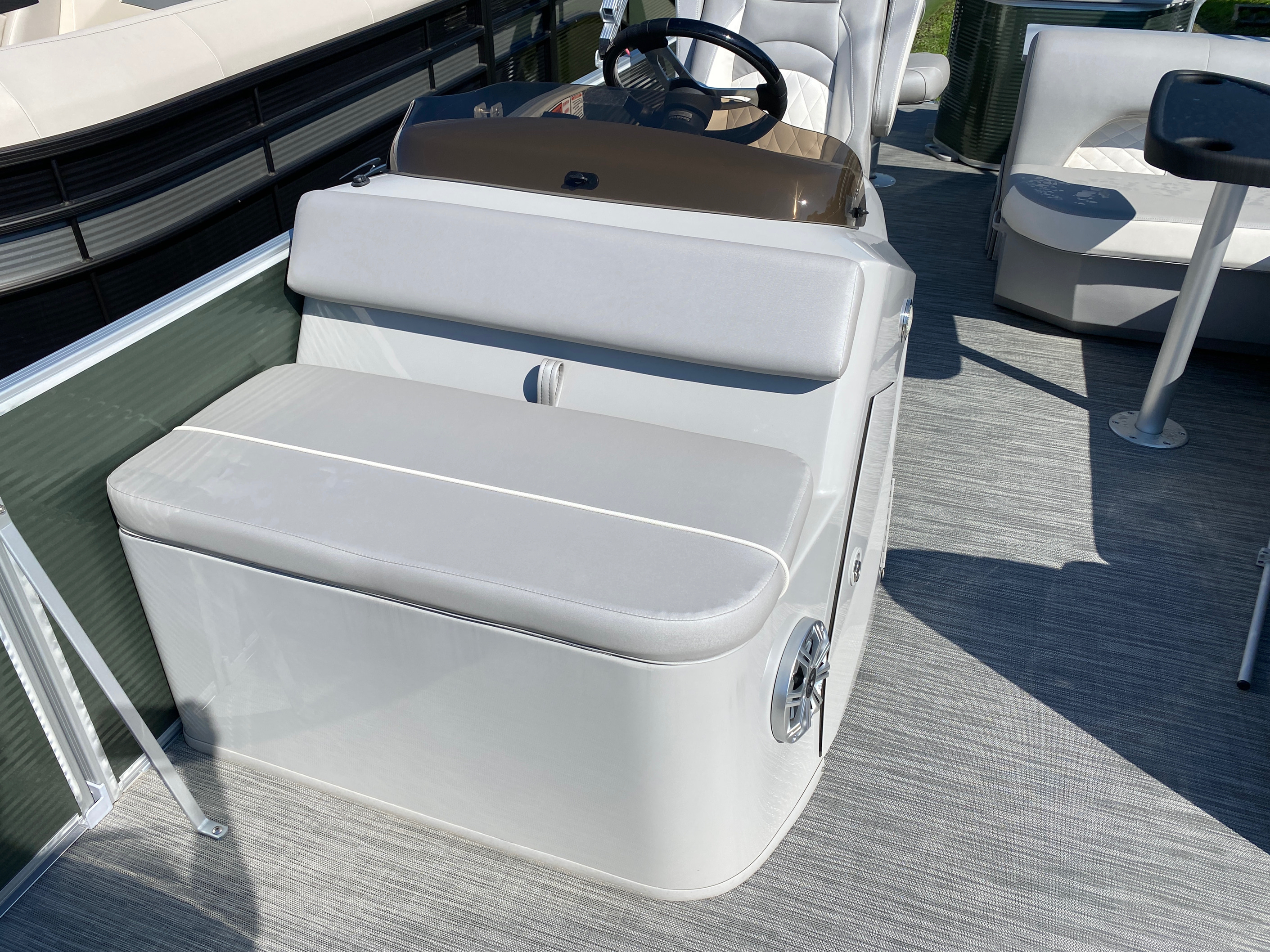 2020 Bennington boat for sale, model of the boat is 23 SFXAPGP - Dual Stern Gates Elliptical Toon & Image # 6 of 10