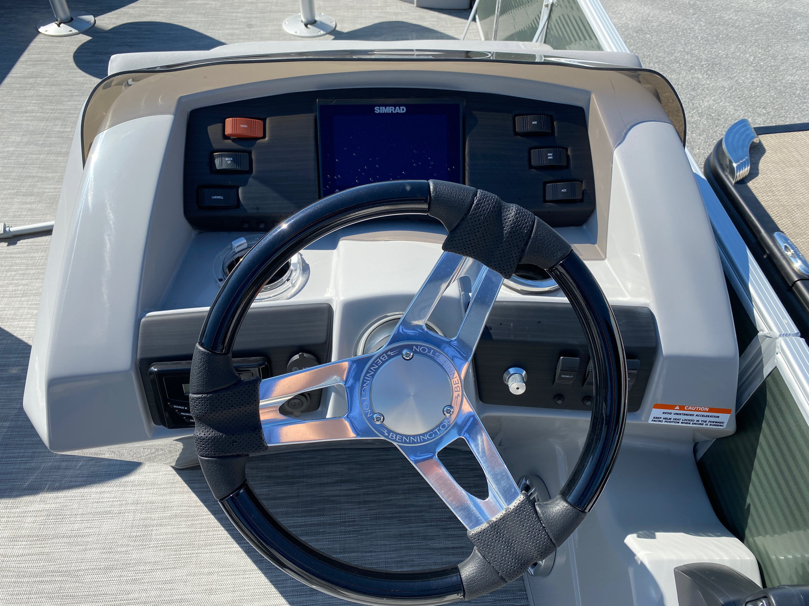 2020 Bennington boat for sale, model of the boat is 23 SFXAPGP - Dual Stern Gates Elliptical Toon & Image # 7 of 10