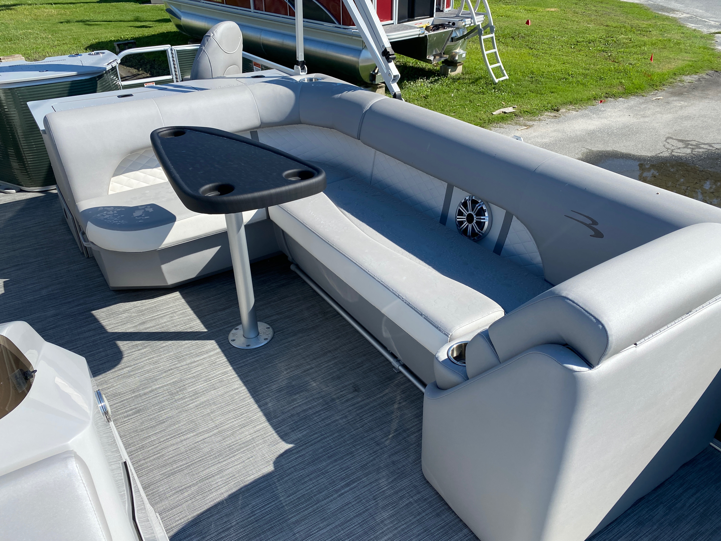2020 Bennington boat for sale, model of the boat is 23 SFXAPGP - Dual Stern Gates Elliptical Toon & Image # 8 of 10