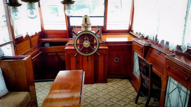 Main Salon & Wheelhouse