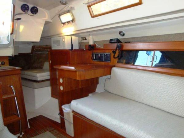 1986 Hunter 31 | Sailboats for Sale