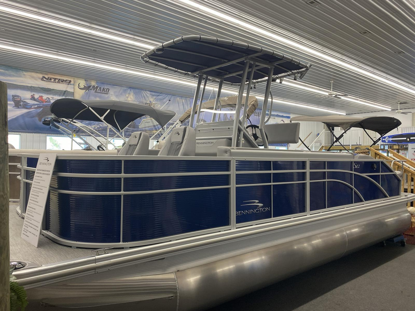 2020 Bennington boat for sale, model of the boat is 22 SCCTTX Center Console Tri-Toon & Image # 1 of 12