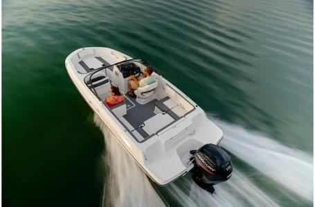 2020 Bayliner boat for sale, model of the boat is VR4 BOWRIDER & Image # 12 of 33