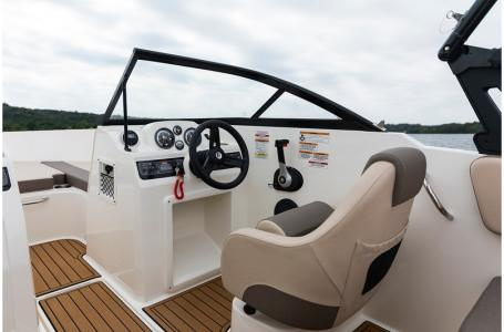 2020 Bayliner boat for sale, model of the boat is VR4 BOWRIDER & Image # 8 of 33