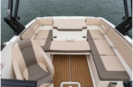 2020 Bayliner boat for sale, model of the boat is VR4 BOWRIDER & Image # 18 of 33