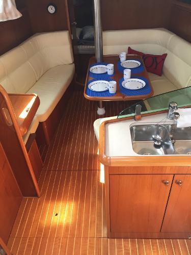 Jeanneau 35 Broker BoatsalesListing