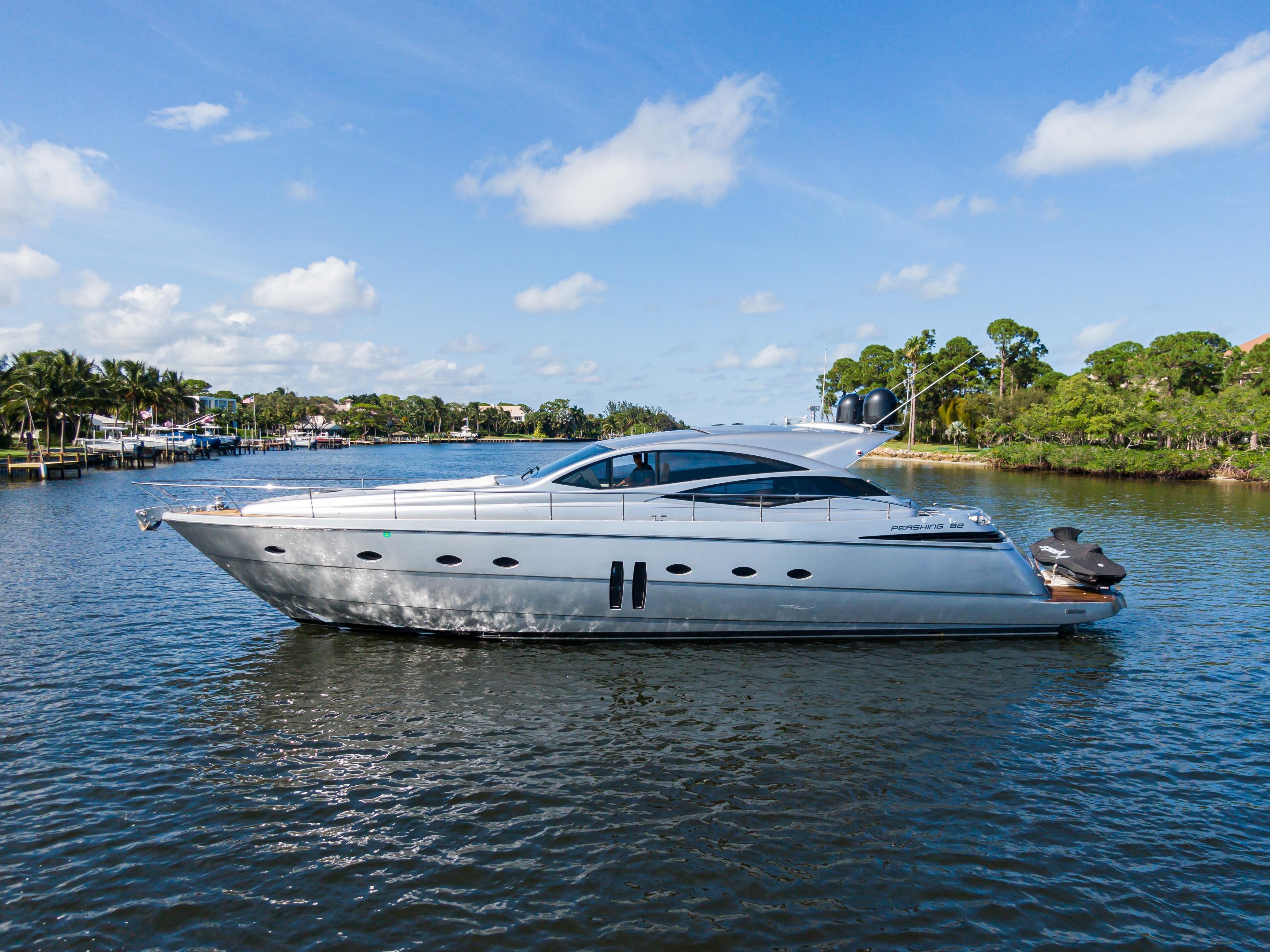 62 ft Pershing Yacht