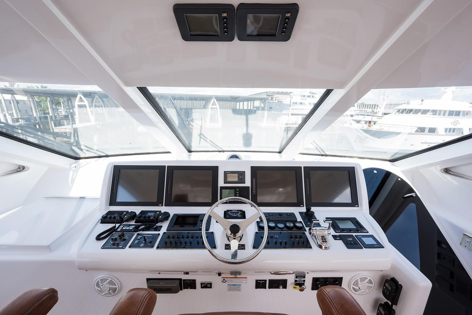 72 ft Hatteras 72 Motor Yacht Helm
