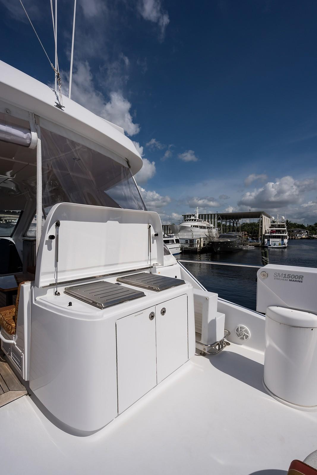 72 ft Hatteras 72 Motor Yacht Boat Deck Grill