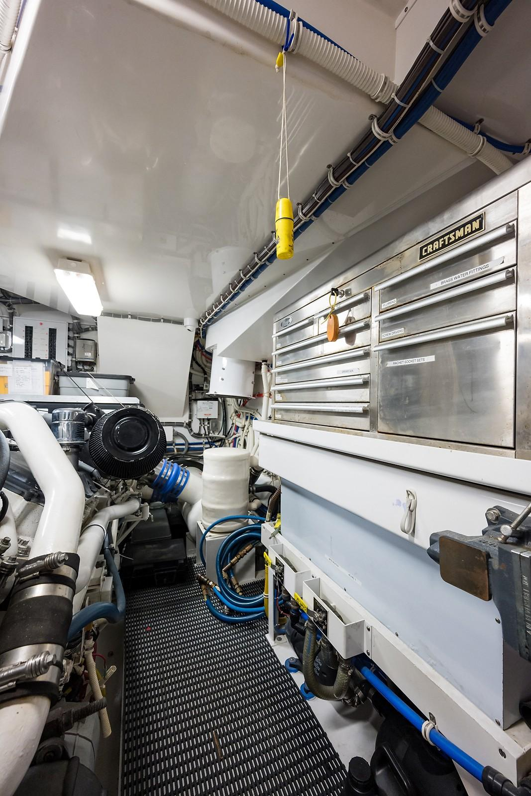 72 ft Hatteras 72 Motor Yacht Tool Box & Work Station