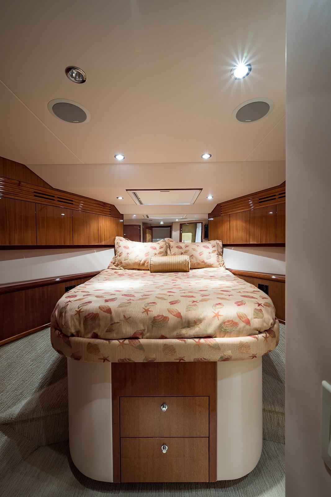 72 ft Hatteras 72 Motor Yacht VIP Guest Stateroom