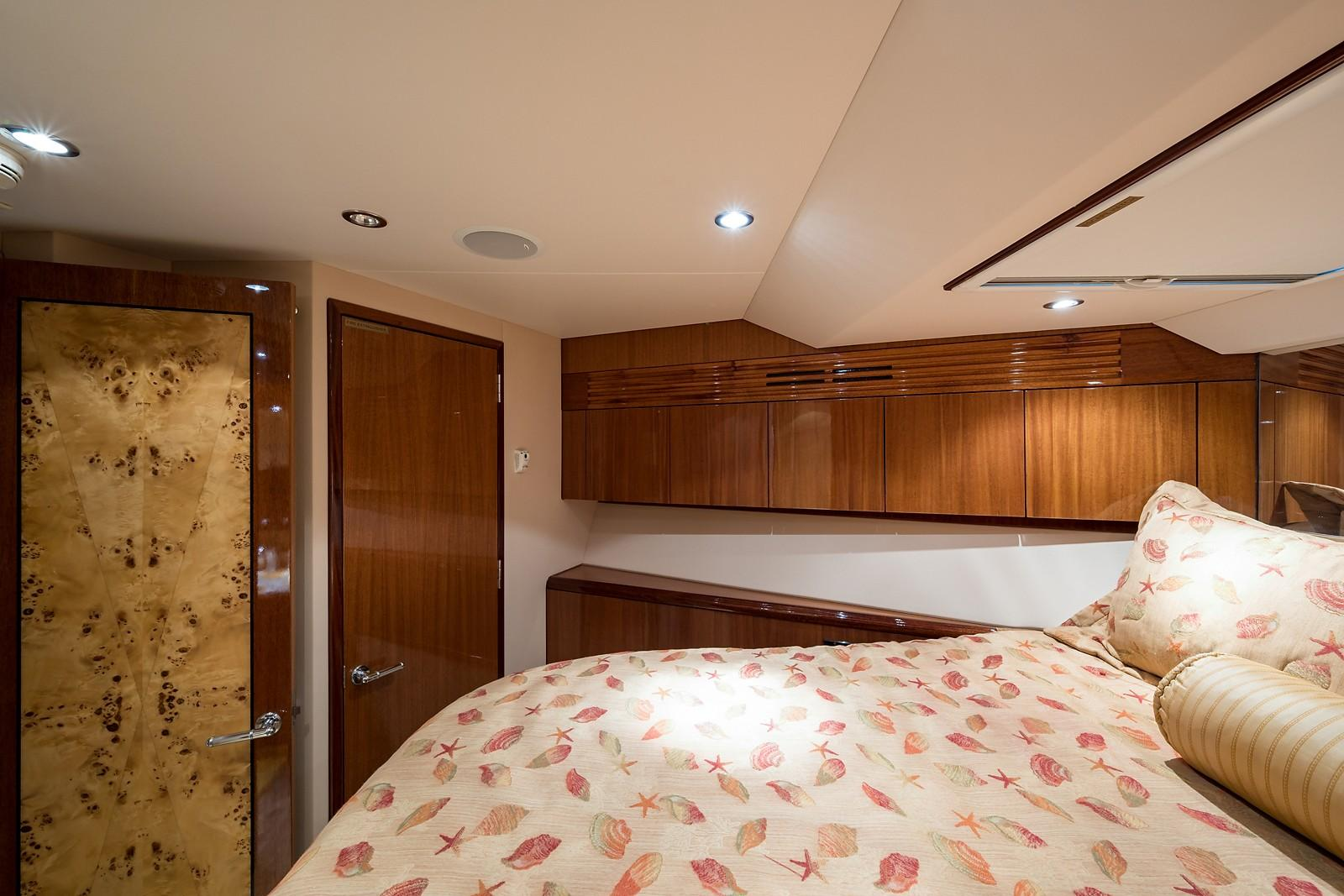 72 ft Hatteras 72 Motor Yacht VIP Guest Stateroom to Port