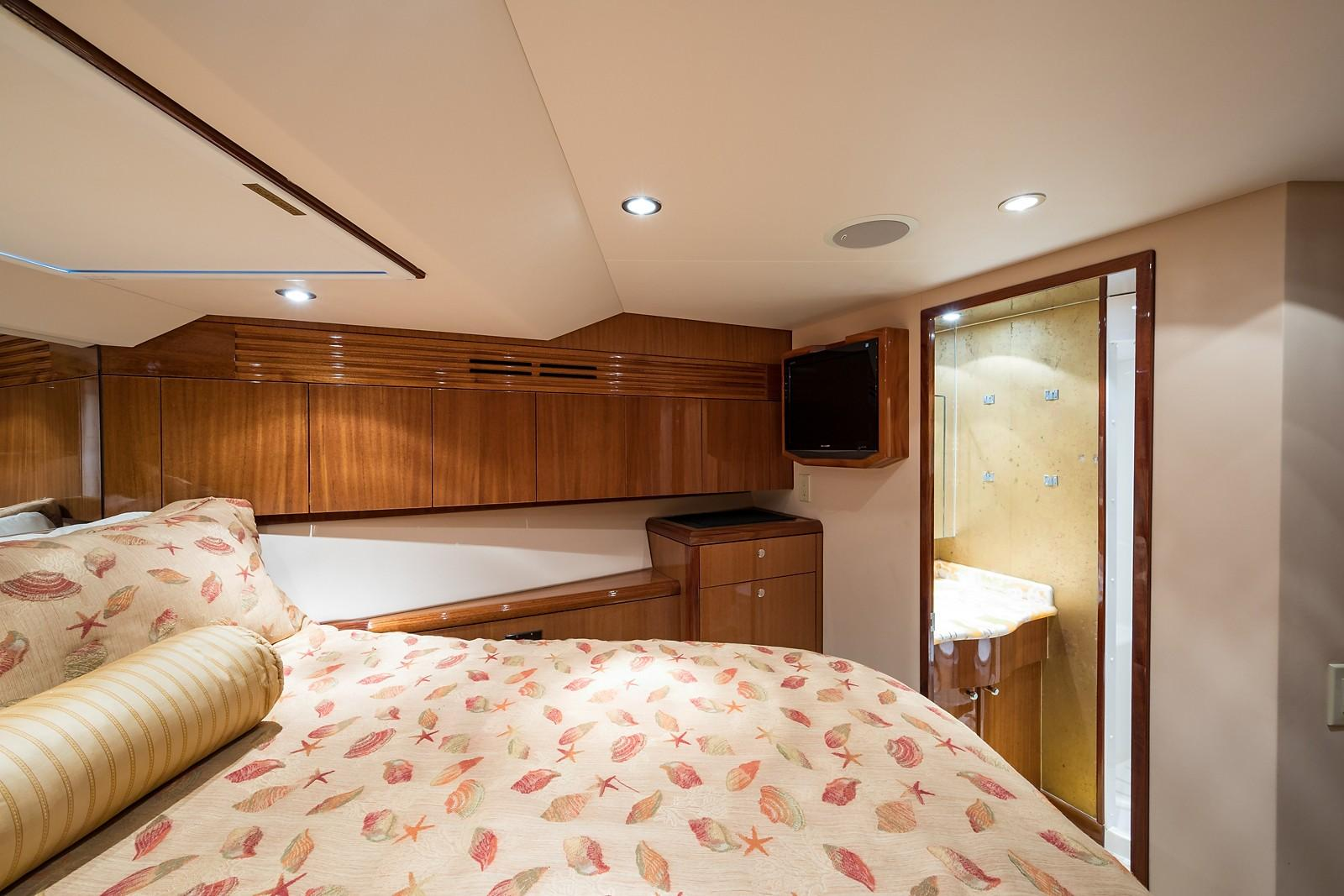 72 ft Hatteras 72 Motor Yacht VIP Guest Stateroom to Starboard