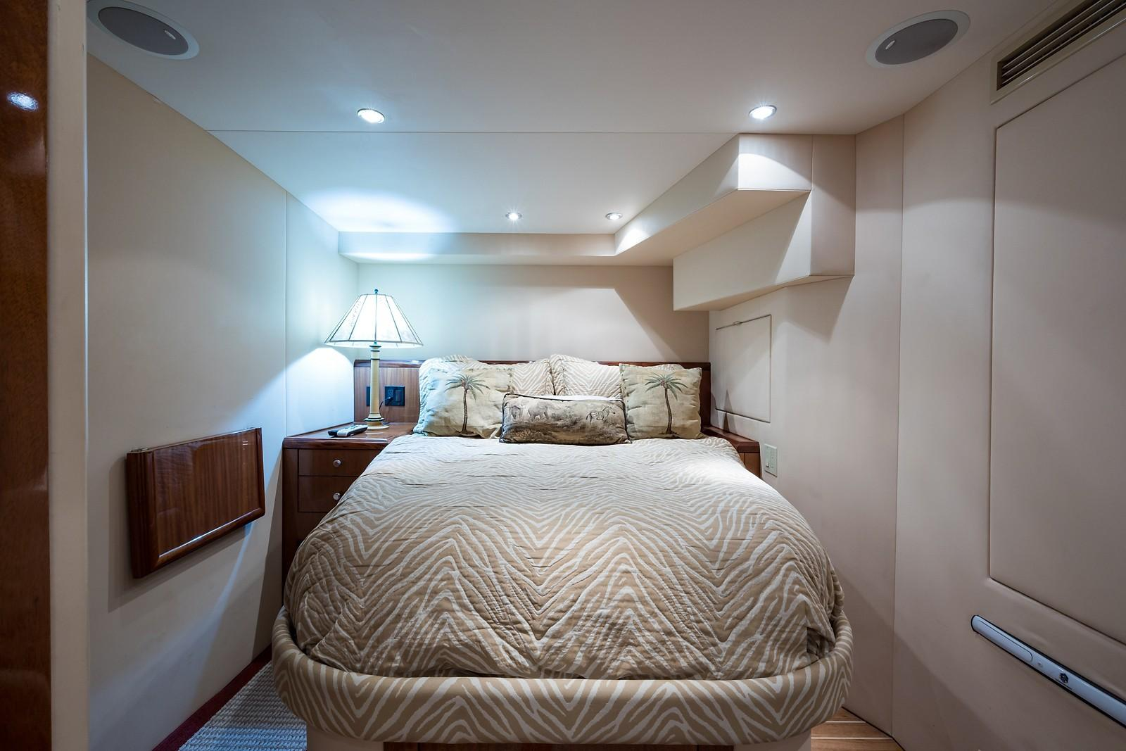 72 ft Hatteras 72 Motor Yacht Guest/Crew Stateroom