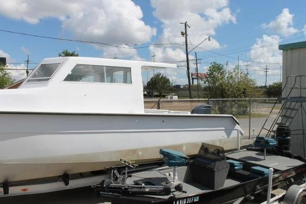 2005 Twin Vee boat for sale, model of the boat is 32 & Image # 24 of 84
